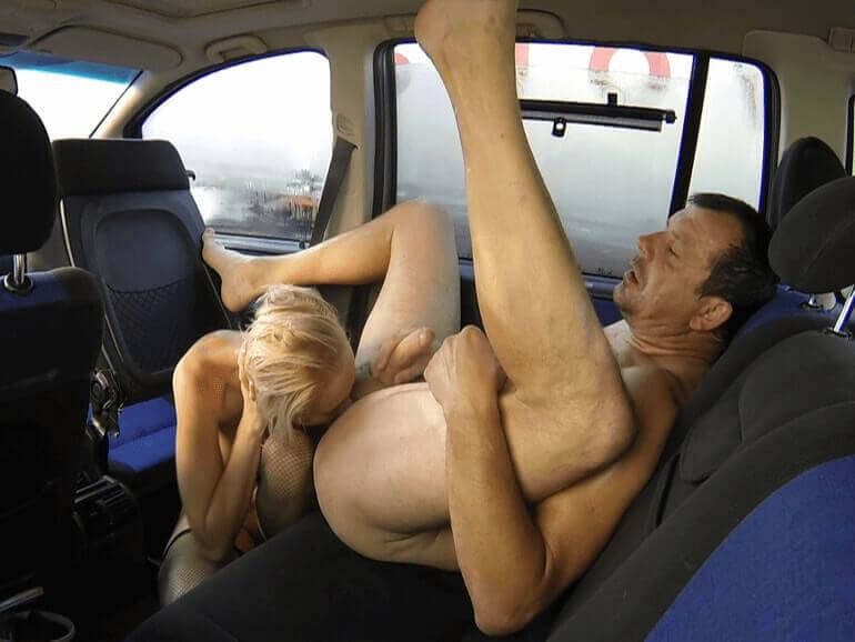Geile Freizeit Nutte beim perversen Rimjob mit einem Freier